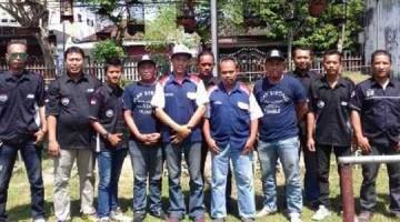 Pengurus BnR Kediri Pose Bareng Kru Tata Motor v