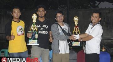 Penyerahan Trophy juara umum SF dan  BC oleh ketua Panitia Om Iwan Randhy
