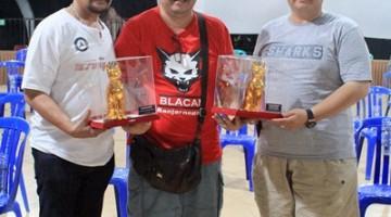 Penyerahan predikat juara umum kepada 279 Team & XXX-AJT