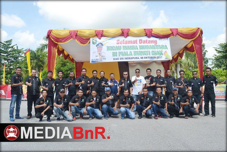 Photo Bupati Siak Bersama Panitia Lomba dan Crew BnR
