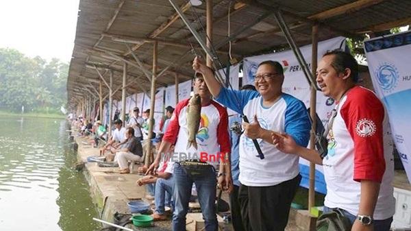 HUT Ke-2 Jurnalis Joran Indonesia, Wartawan dan Menkop UKM Puspayoga Serbu Pemancingan Puspita