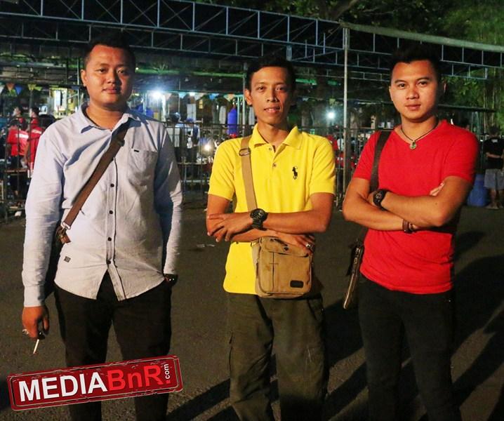 Putra Baron, Hendra, Anwar. Motor Kemenangan CR 84 SF Bandung