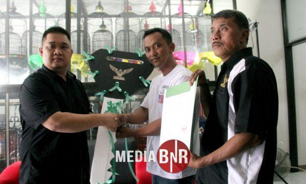 Mr. Prio Serah Terimakan 2 Unit Mobil ke Pemenang Sangkar Radja dan Agen Terbaik