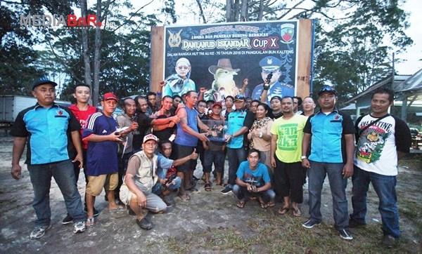Sampit BC Saat Menerima Trophy Juara Umum BC (Foto: Ikrom/MediaBnR.Com)
