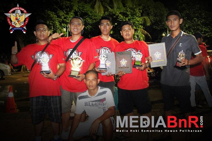 Squad Kenari B16 Team merayakan kemenangan dikelas Kenari