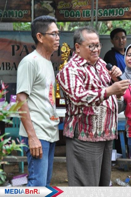 Staf Ahli (kanan) Dan Amat Ketua Panitia