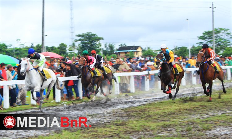 Suasana Lapangan Pacu - Stadion Sultan Agung Bantul