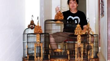 Sugi Wijaya dan Seredet Koleksi Sangkar Cungkonya