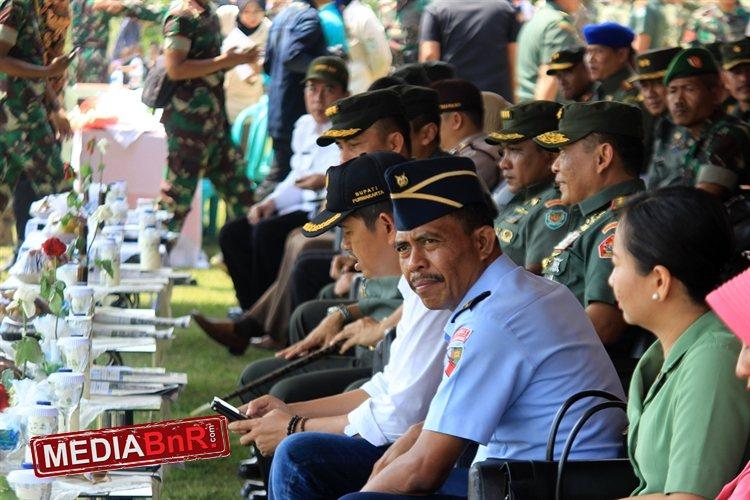 TNI Bersama Bupati Purwakarta Dedi Mulyana di Acara Penutupan TMMD ke-100