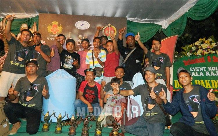 Tampil Perdana, RJS SF dan Bakri BF Angkat Trophy