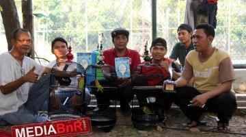 Tiro  Anzar dkk  merayakan kemenangan MB Samba