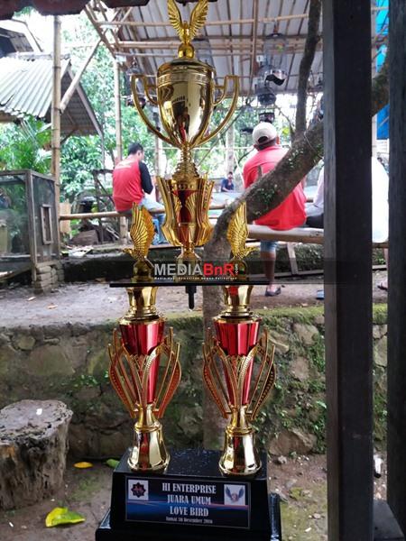 Trofi Juara Umum