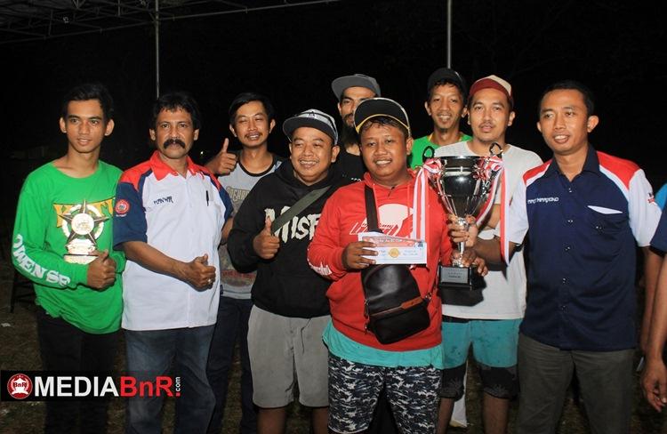 Wandi O terima trophy Juara Umum BC