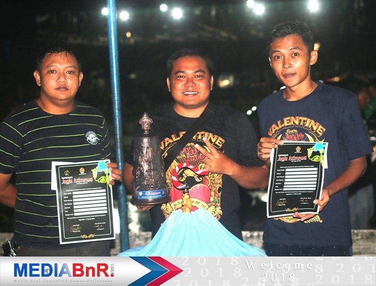 Wawan Soker. MB Nahkoda Tampil Ganas, Juara 1 di Kelas Murai Batu Ring Bintang PBI