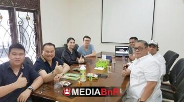 Bang Boy bersama renaldi dan Hendry Husada selaku owner Kagum group