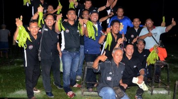 para dewan juri JBI merayakan kesuksesan Bupati Cup I probolinggo