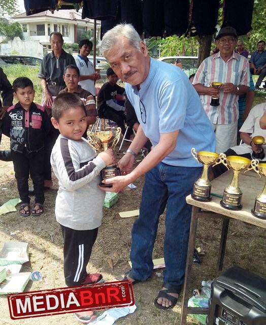 peserta kecil dr smg menerima piala dr gusti prabu