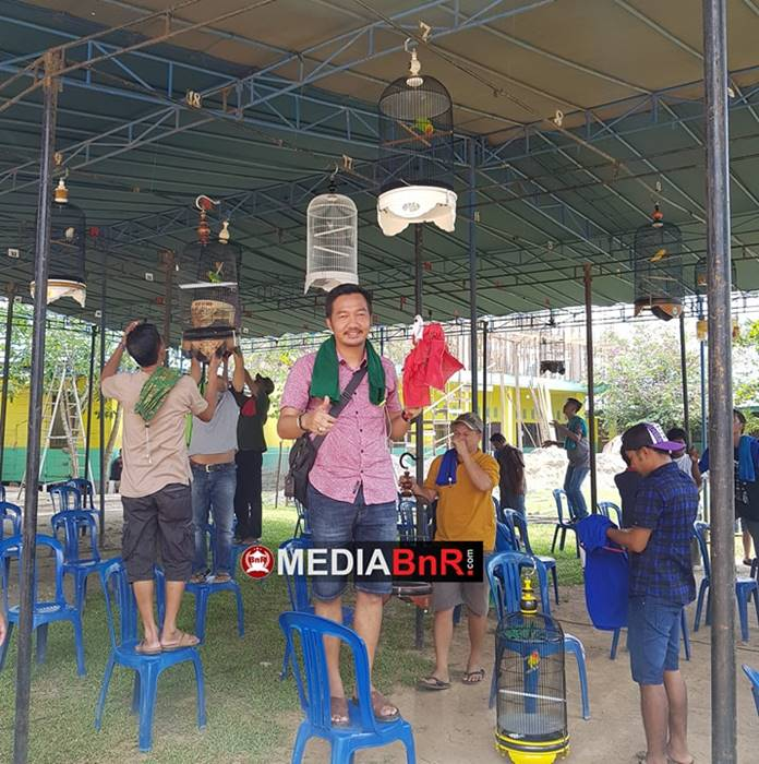 senyum bangga om Ahmad saat Jampang berhasil menjadi juara