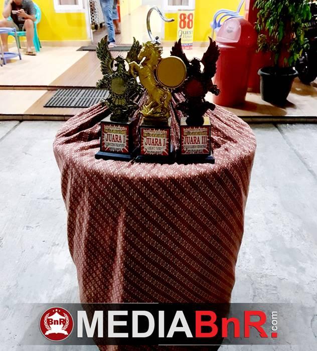 trophy yang berhasil diraih MB Anji digelaran Liga Final Gantangan Bamboo