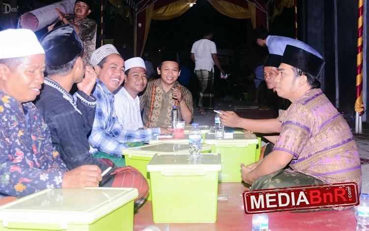 usai acara, kicau mania Bangkalan sempatkan kumpul dan bercanda